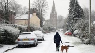 Сильный снегопад парализовал транспортную инфраструктуру в крупнейших европейских странах