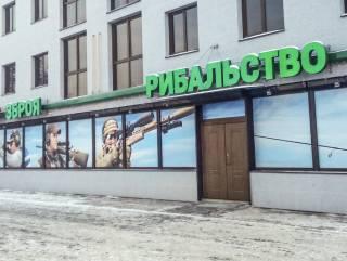 Во Львове неожиданно умер американский военнослужащий, прямо возле магазина оружия