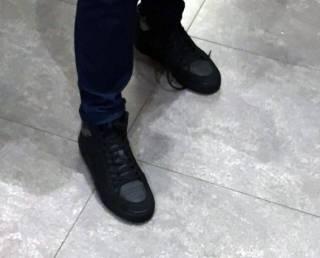 Молодой иностранец пытался очень хитрым способом украсть ботинки из столичного бутика