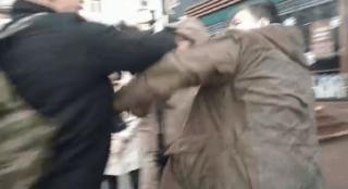 В центре Киева член «Правого сектора» избил журналиста