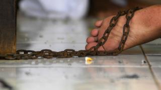 Мужчина посадил собственную жену на цепь в одном из сел Херсонщины