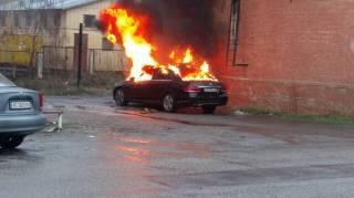 В Днепре неизвестные подорвали авто прокурора, который обвиняет полицейского в получении взятки