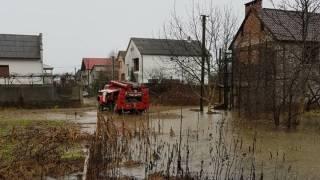 Из-за паводка на Закарпатье подтоплены около тысячи домохозяйств, разрушены два моста