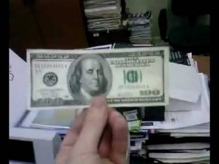 Украину наводнили фальшивые доллары, которые не могут распознать даже банкоматы