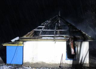 На Черкасщине заживо сгорели четверо детей, пока их мать развлекалась с друзьями