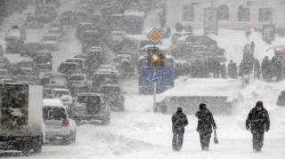 Пробки из-за непогоды в Киеве рассасываться не собираются. Синоптики рассказали, сколько нам еще это терпеть