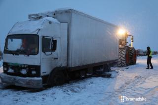 Около 800 грузовиков застряли на трассе Одесса-Киев из-за непогоды