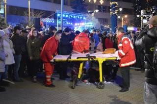 В Ивано-Франковске во время открытия новогодней елки фейерверк попал в голову девушке. Она потеряла много крови