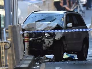 В Мельбурне автомобиль намеренно врезался в толпу пешеходов. Есть пострадавшие
