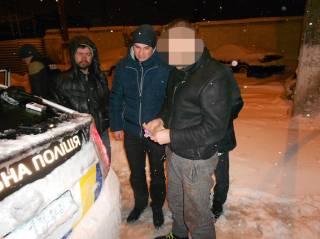 В Киеве таксист с сообщником пытались ограбить иностранца, угрожая ножом