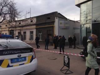 В Одессе произошла стрельба. Один из участников конфликта забаррикадировался в автосалоне