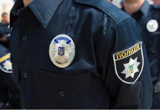 На Харьковщине мужчина обстрелял полицейский автомобиль, а потом покончил с собой