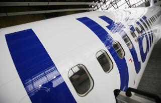 Во «Внуково» из самолета выпала стюардесса
