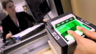 Украина вводит биометрический контроль для россиян