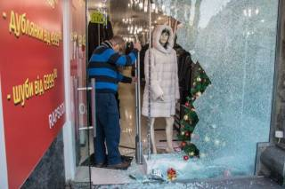 В самом центре Киева неизвестные при посредстве ломов украли из магазина около 40 шуб