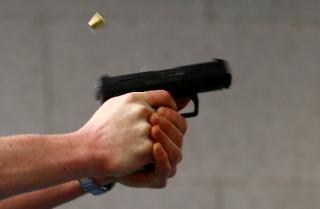 В Днепре мужчина устроил стрельбу у магазина. Есть жертва