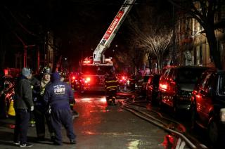 В Нью-Йорке пожар в жилом доме унес жизни 12 человек