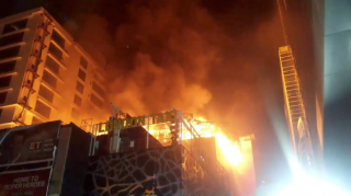 В Индии в бизнес-центре заживо сгорели 12 человек