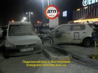 В результате ДТП на окраине Киева пострадали пять автомобилей и столб. Хорошо, что у водителей были огнетушители