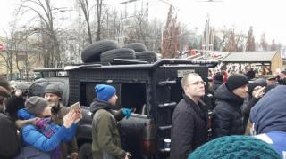 Из-за убийства правозащитницы уже начался митинг, а Украину пугают санкциями