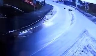 В Сети появилось видео жуткого ДТП в Шепетовке, в котором погибла молодая мать