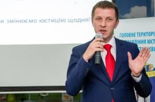 Львовский чиновник при приеме на работу требовал от соискателей петь известную «повстанческую» песню
