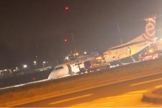 В Польше пассажирский самолет совершил экстренную посадку без переднего шасси