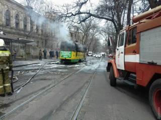 В Одессе на ходу загорелся трамвай. Пассажирам пришлось выпрыгивать из окон