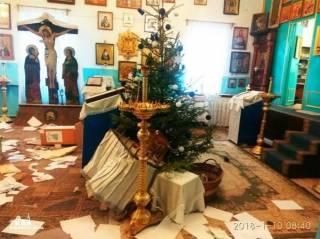 В алтарной части православного храма Одещины было испражнение, все перевернуто и залито огнетушителем, - благочинный