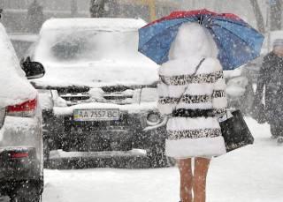 Из-за очередного «внезапного» снега дороги Киева загружены почти по максимуму. Завтра будет еще хуже