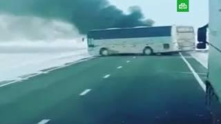 В Казахстане 52 человека сгорели заживо в автобусе прямо на трассе