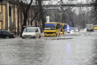 Из-за непогоды Измаил обесточен, а Одессу затопило