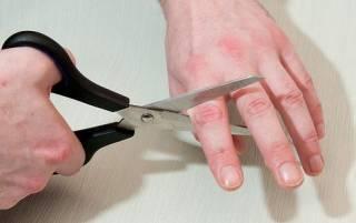 Ломали и отрывали пальцы... На Запорожье пенсионера запытали до смерти ради $400