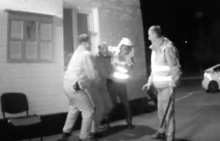 Запорожские патрульные избили дубинками водителя и продержали его ночь на холоде