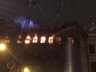 В центре Киева снова полыхает историческое здание