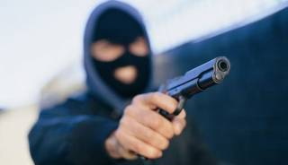 В Киеве вооруженные преступники отобрали у иностранца BMW на «евробляхах»