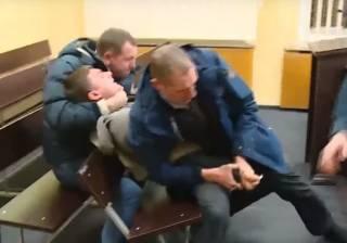В запорожском суде подозреваемый пытался перерезать себе горло