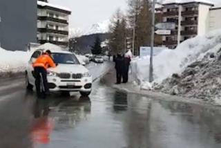 В Давосе автомобиль из кортежа Трампа сбил полицейского