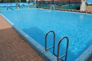 Во Львове в бассейне на глазах у матери умерла 10-летняя девочка. Она просто сушила феном волосы