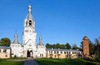 Кому мешает Десятинный монастырь?