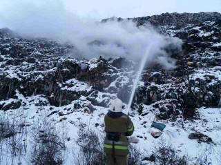 На Полтавщине пожарные вторые сутки не могут потушить свалку