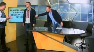 «Свободовец» в прямом эфире набросился на журналиста, грозясь «бить морду»