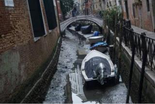 В Венеции пересохли легендарные каналы
