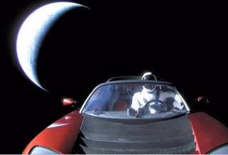 Пока Маск показывал последнее фото своей машины на пути к Марсу, ученые рассказали, что ее ждет
