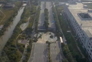 В Китае строительство метро закончилось масштабным обвалом дороги. Есть жертвы