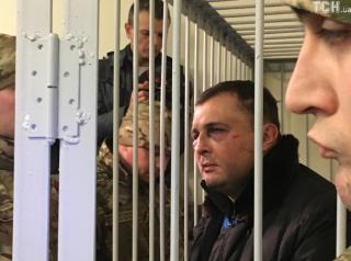 Избитого Шепелева привезли в суд. Говорят, у него сломана челюсть