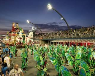 Несмотря на трудные времена, в Рио стартовал невероятный карнавал