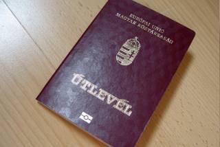 Венгрия озаботилась проблемой незаконного получения украинцами венгерских паспортов