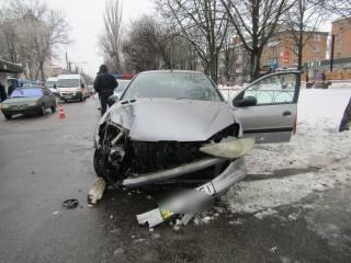 Под Киевом пьяная девушка без прав и на чужом авто сбила насмерть женщину и покалечила военного