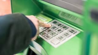 Клиентам «Приватбанка» все чаще блокируют карты за «измену родине»